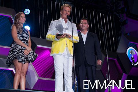 """premios oye2013 43480x322 - Emmanuel recibe """"Reconocimiento a la Labor Social"""""""